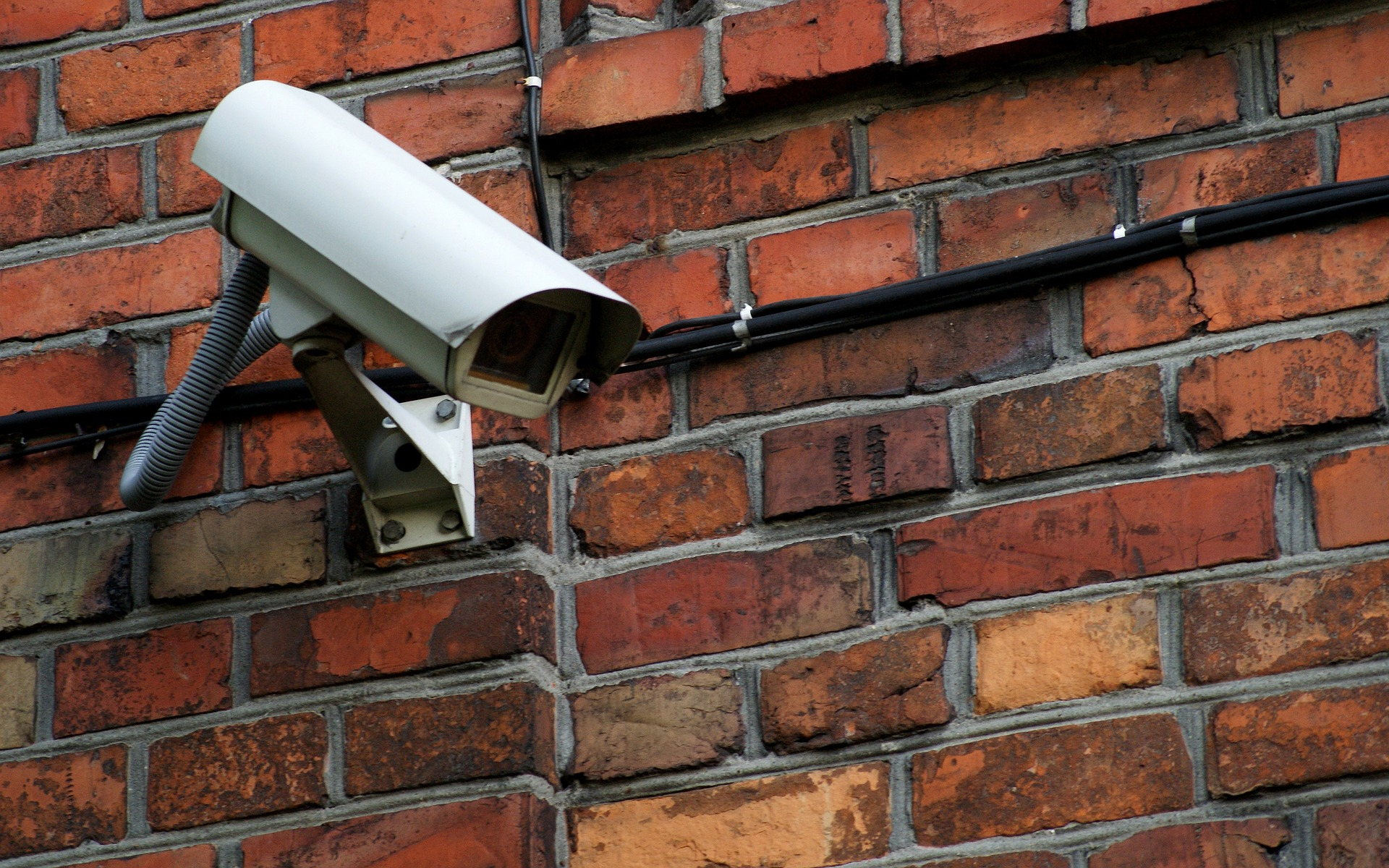 Protéger son logement grâce aux caméras de surveillance connectées