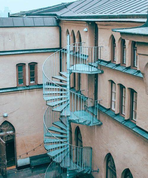 Pourquoi installer un escalier métallique extérieur dans votre bâtiment?
